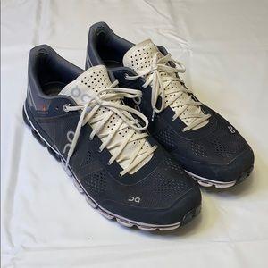 Women's oncloud shoes size 11